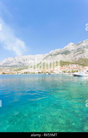Makarska, Dalmatien, Kroatien, Europa - Besuchen Sie die wunderschöne Bucht von Makarska. Stockbild