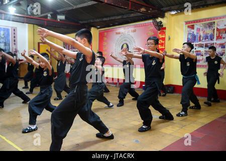 Jungen praktizierenden Kampfkünsten, Ho Chi Minh City, Vietnam, Indochina, Südostasien, Asien Stockbild