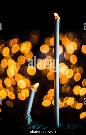 Votiv Kerzen, El Rocio Heiligtum, Andalusien, Spanien. Stockbild