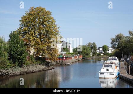 Modernes Wohnhaus am Hafen, Buxtehude, Altes Land, Niedersachsen, Deutschland, Europa Stockbild