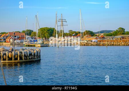 Maritime Atmosphäre im Hafen von Klinholm Havn, Moen Island, Dänemark, Skandinavien, Europa. Stockbild