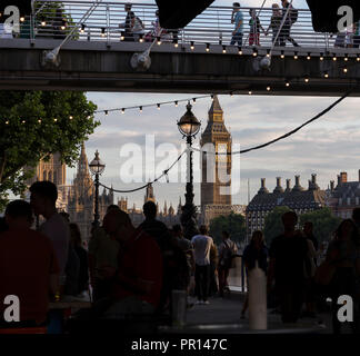 Ein beschäftigter Southbank, London, England, Vereinigtes Königreich, Europa Stockbild