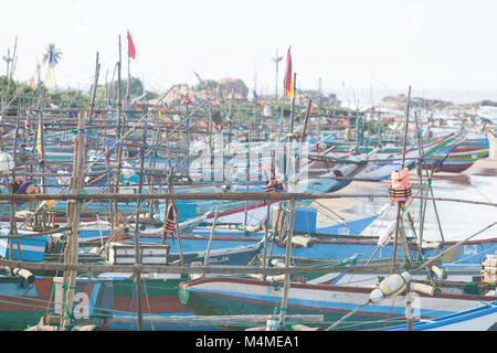 Sri Lanka, Asien, Dodanduwa - Mehrere Boote am Strand von dodanduwa Stockbild