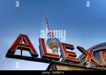 Alexanderplatz und der Fernsehturm, Berlin, Deutschland Stockbild