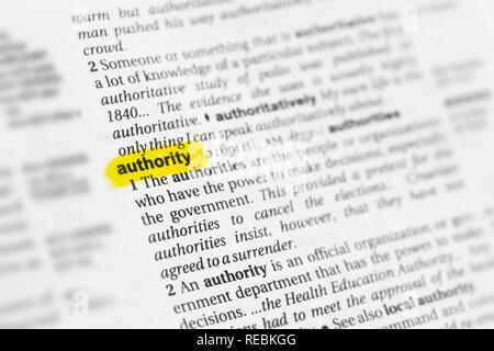 """Englische Wort """"Autorität"""" und seiner Definition im Wörterbuch hervorgehoben. Stockbild"""