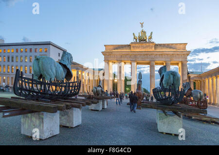 Lapidarium, Open Air Exebition von Gustavo Aceves an Paris Sqaure, Brandenburger Tor, Berlin Stockbild