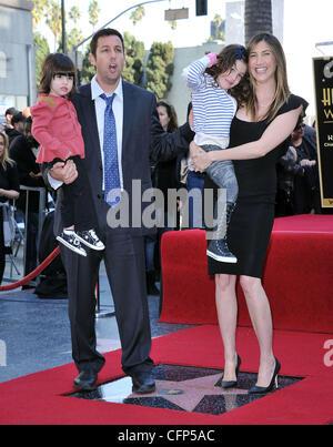 Adam Sandler Mit Seiner Frau Jackie Und Tochtern Sadie Und Sonnigen Adam Sandler Ist Auf Dem