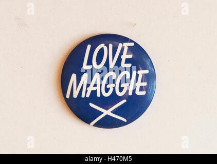 """Margaret Thatcher allgemeinen Wahl. 1983"""" Liebe Maggie X 'pin Anstecker 1980 s HOMER SYKES Stockbild"""