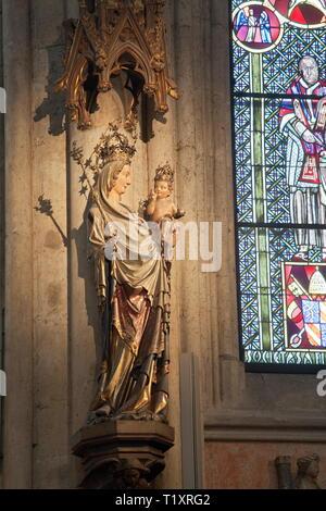 Bildende Kunst, religiöse Kunst, Madonna Statue im Kölner Dom, Artist's Urheberrecht nicht gelöscht werden Stockbild