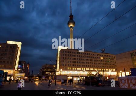 Deutschland, Berlin, Berlin-Mitte, Alexanderplatz und der Fernsehturm Stockbild