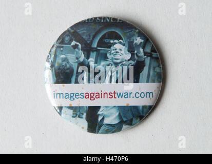 Bilder gegen Krieg Abzeichen HOMER SYKES Stockbild