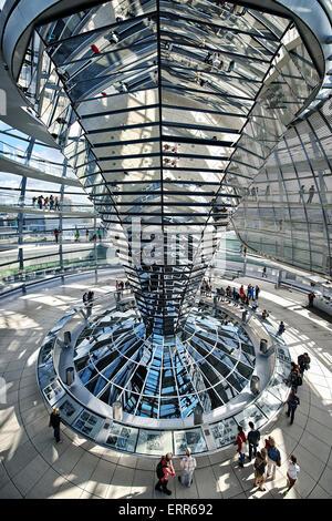 Deutschland, Berlin, Reichstag, in der Glaskuppel des Architekten Norman Foster. Stockbild