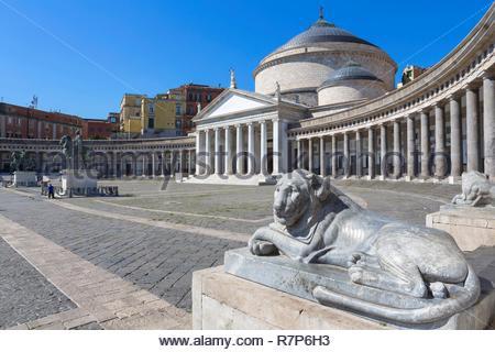 Italien, Kampanien, Neapel, historischen Zentrum als Weltkulturerbe von der UNESCO, der Kirche von San Francesco Di Paola in der Piazza del Plebiscito, 19 cen Stockbild
