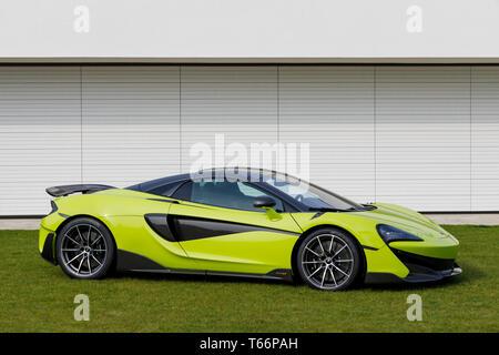 McLaren 600 LT hypercar auf Anzeige an der 77th Goodwood GRRC Mitgliederversammlung, Sussex, UK. Stockbild