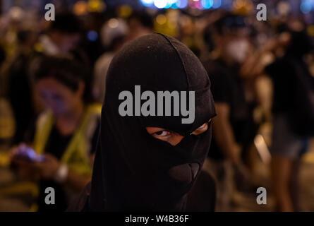 Porträt eines Demonstranten während der Auseinandersetzungen mit der Polizei. Tausende Demonstranten nehmen Sie Teil einer Grosskundgebung fordert unabhängige Untersuchung Polizei Taktik in Hongkong. Stockbild