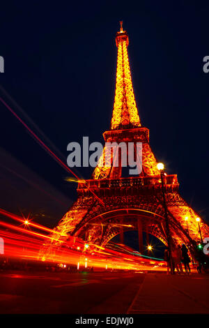 Eiffel Turm Blick in Paris mit Log-Exposition-Leuchten Stockbild