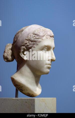Berlin. Deutschland. Porträt von Kleopatra VII., 40-30 v. Chr., Altes Museum. Stockbild