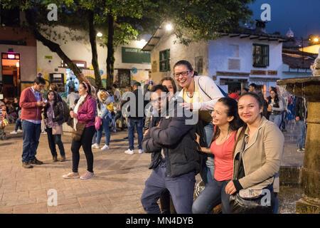 Plazoleta Chorro de Quevedo in der Dämmerung, La Candelaria, Bogota, Kolumbien, Südamerika Stockbild