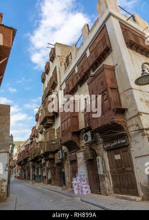 Alte Häuser mit Holz- mashrabiyas in al-Balad Viertel, Mekka Provinz, Jeddah, Saudi-Arabien Stockbild