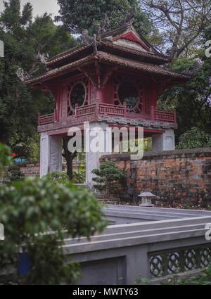 Tempel der Literatur, der Kaiserlichen Akademie, erste Nationale Universität von Vietnam, Hanoi, Vietnam, Indochina, Südostasien, Asien Stockbild