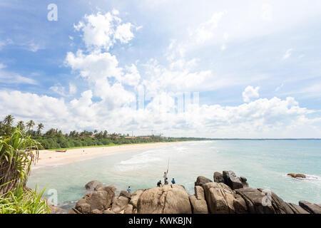 Asien - Sri Lanka - induruwa - wo einheimische entspannen Sie sich beim Angeln Stockbild