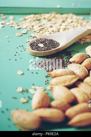 Gesunde Zutaten von Nüssen, Samen und Körner Stockbild