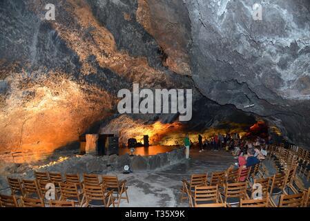 Unterirdische Konzerthalle Auditorium innerhalb einer vulkanischer Lava Tube, Cueva de los Verdes, Lanzarote, Kanarische Inseln, Februar 2018. Stockbild