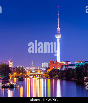 Berlin, Deutschland-Stadtbild über die Spree. Stockbild