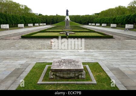 Deutschland, Berlin, sowjetischen Ehrenmal im Treptower park Stockbild