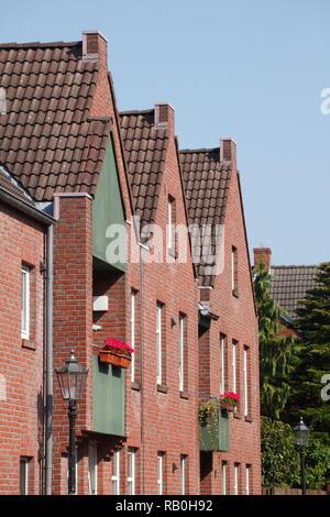 Moderne Wohnhäuser, Leer, Ostfriesland, Niedersachsen, Deutschland, Europa Stockbild