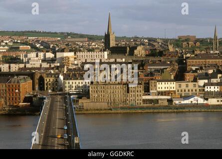 Derry Londonderry 1980er Jahre River Foyle Nordirland HOMER SYKES Stockbild
