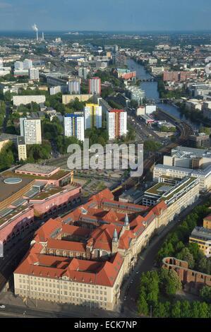 Deutschland, Berlin, Berlin-Mitte, Amtsgericht Mitte und der Spree Stockbild