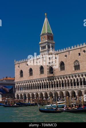 Der Dogenpalast und St Mark's Campanile, Region Veneto, Venedig, Italien Stockbild