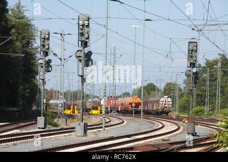 Signal Masten und Bahnanlagen, Brake (Unterweser), Niedersachsen, Deutschland Ich Signalmasten und Bahnanlagen, Brake (Unterweser), Niedersachsen, Deu Stockbild