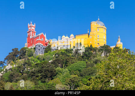 Der Pena-palast, UNESCO-Weltkulturerbe, in der Nähe von Sintra, Portugal, Europa Stockbild