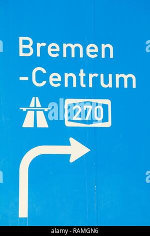 Wegweiser zur Autobahn, Bremen, Deutschland Stockbild