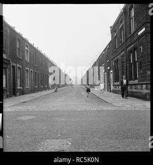 Anne Street, Fulledge, Burnley, Lancashire, 1966-1974. Blick nach Westen entlang Anne Straße von higgin Straße. Anne Straße in den 1970er Jahren abgerissen wurde, Anne in der Nähe nimmt nun die Website. Stockbild