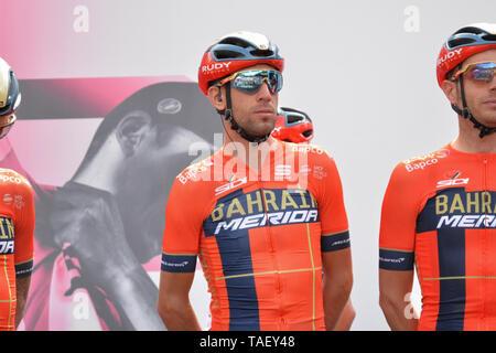 Team Bahrain rider Italien Vincenzo Nibali während der 102. Ausgabe des Giro d'Italia 2019, Stufe 13 eine 196 km Etappe von Pinerolo zu Ceresole Reale (Lago Serrù) 2247 m gesehen. Stockbild