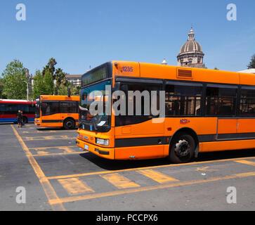 Busbahnhof, Piazza Paolo Borsellino, Catania, Sizilien, Italien, Busbahnhof, Sizilien, Italien, Europa ich Busbahnhof, Piazza Paolo Borsellino, Catania, Sizi Stockbild
