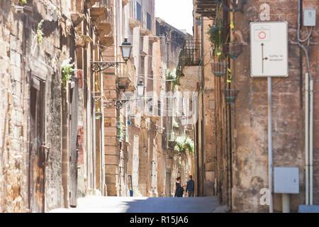 Taranto, Apulien, Italien - im mittleren Alter Architektur in der Altstadt von Taranto Stockbild