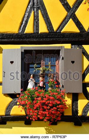 Frankreich, Haut Rhin, Alsace Wein Straße, Turckheim, Rue des Vignerons Stockbild