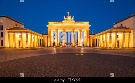 Das Brandenburger Tor (Brandenburger Tor) in der Abenddämmerung Stockbild