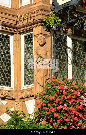 Frankreich, Haut Rhin, Alsace Wein Straße, Turkheim, Deux Clefs hotel Fassade Stockbild