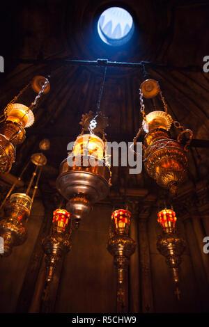 Israel, Jerusalem, alte Stadt, christliche Viertel, Kirche des Heiligen Grabes mit Votiv Kerzen Stockbild