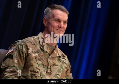 Us-Armee Generalleutnant Richard D. Clarke während seiner Promotion Zeremonie als Vier-Sterne-General und der neue Kommandant der Special Operations Command während einer Zeremonie im Macdill Air Force Base, 29. März 2019 in Tampa, Florida. Stockbild