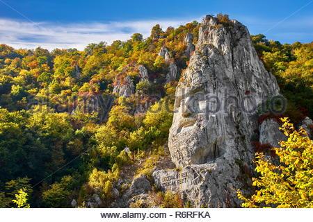 König Decebal Statue im Berg, Orsova, Eisen Tore Naturpark geschnitzt, Rumänien Stockbild