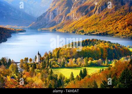 Bohnij See, Herbst, Nationalpark Triglav, Slowenien Stockbild