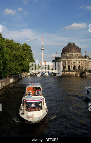 Berlin. Deutschland. Fluss Spree & Musem Insel Mitte. Stockbild
