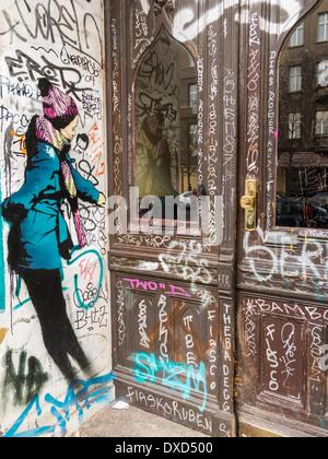 Streetart-Graffiti im trendigen Kreuzberg Bezirk, Berlin, Deutschland, Europa Stockbild