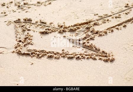 Foto von oben Pfeil Sand Vorwärtsrichtung Gewinn Erfolg UK Stockbild